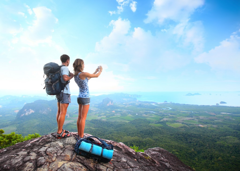 girl-guy-hiking-mountain-height-valley-sea-backpacks-clouds